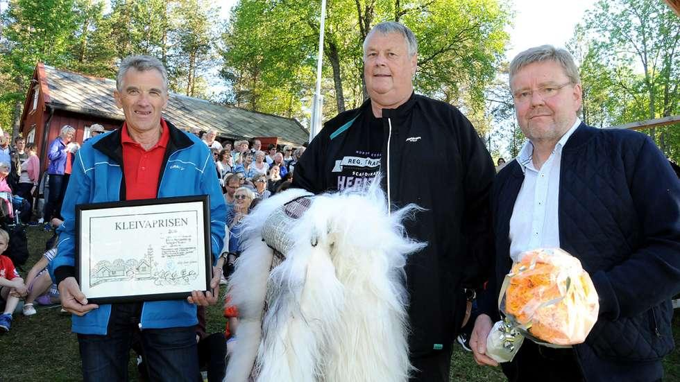 Torbjørn Polden, Erling Myrbostad og Lars Steinar Ansnes vart tildelt Kleivaprisen.  Foto: Driva
