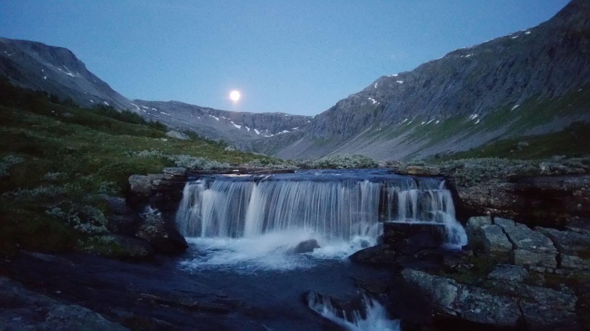 Månadens bilete: Fullmåne i Vassdalen