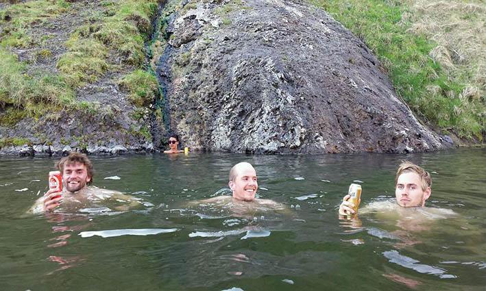 Godt med eit bad etter jobben.  foto: Privat
