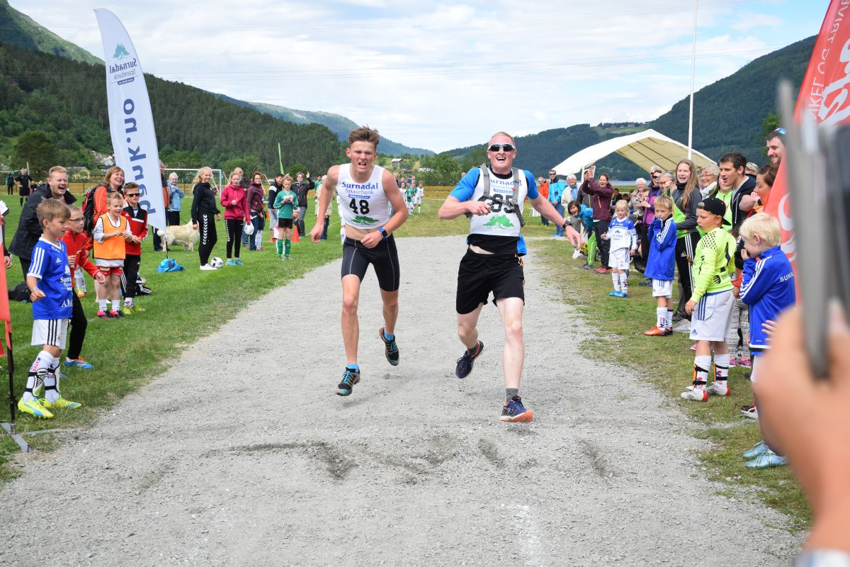 Kamp om førsteplassem heilt til målstreken.  Foto: Jon Olav Ørsal