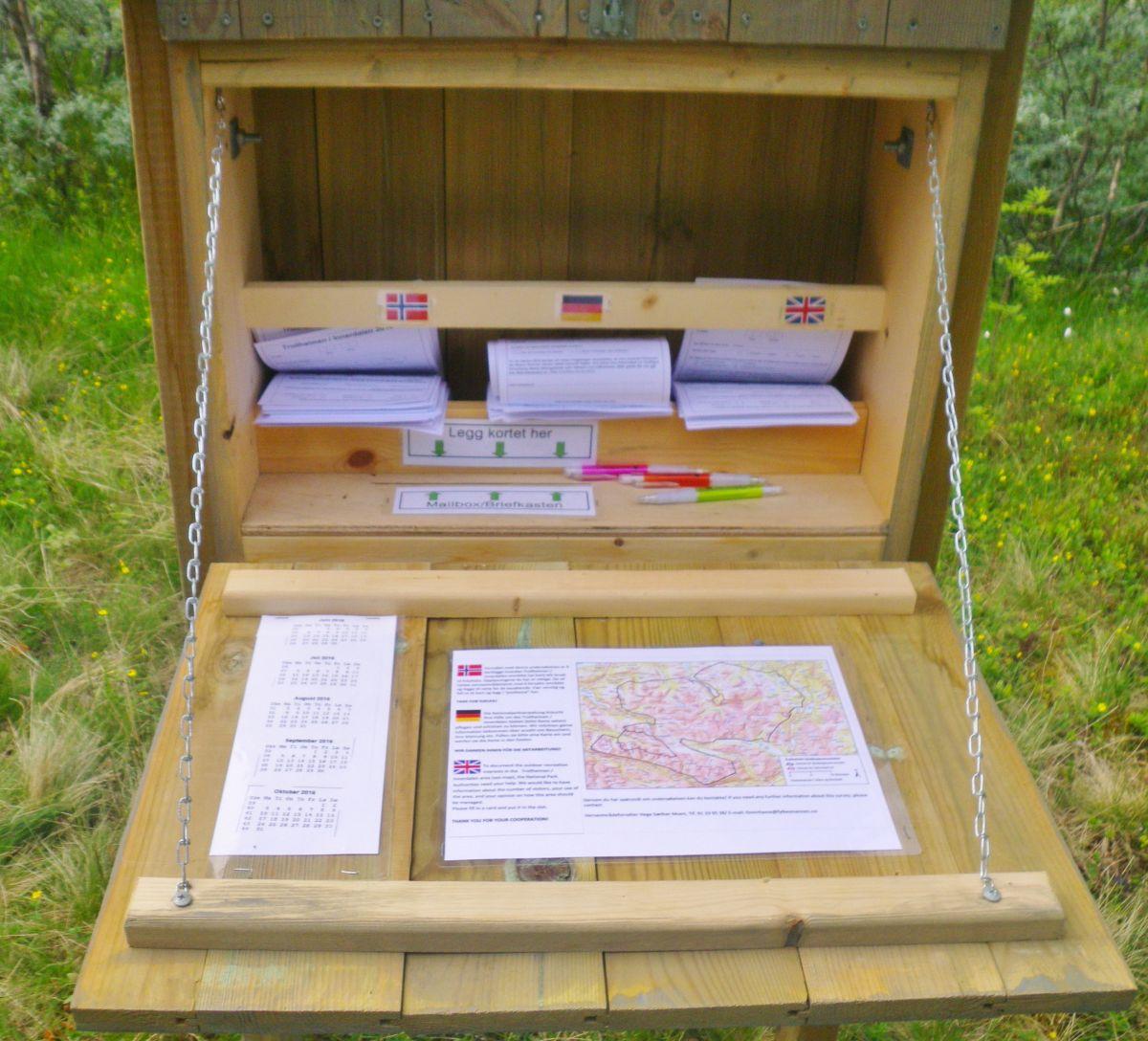 kassen inneheld skjema for utfylling og info om undersøkelsen.  Foto: Jon Bruset.