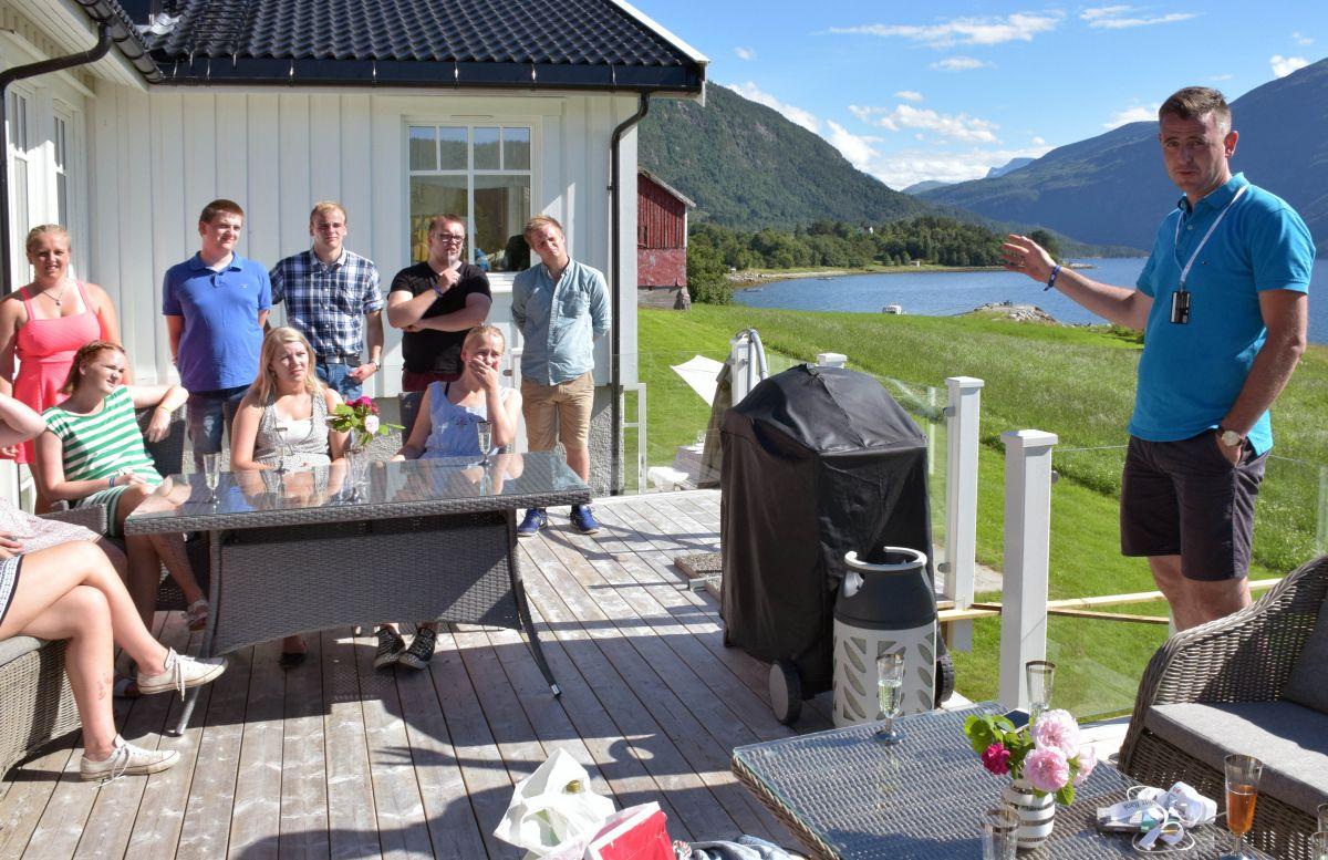 Nils Håvard Øyås fortalte om bygdene, næringlivet og aktivitetane på Indre Nordmøre.  Foto: Driva/Jon Olav Ørsal