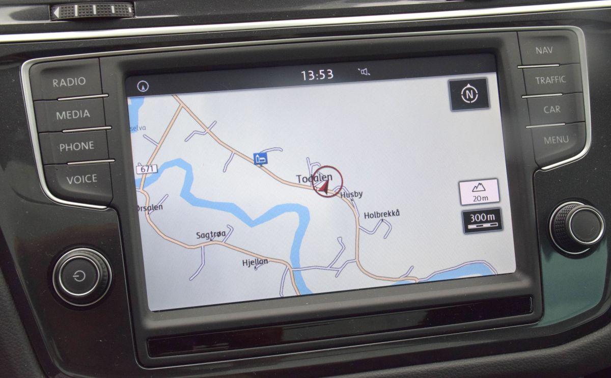 Navigasjon, lydanlegg og telefon i eitt og same panelet var kjekt.  Foto: Jon Olav Ørsal