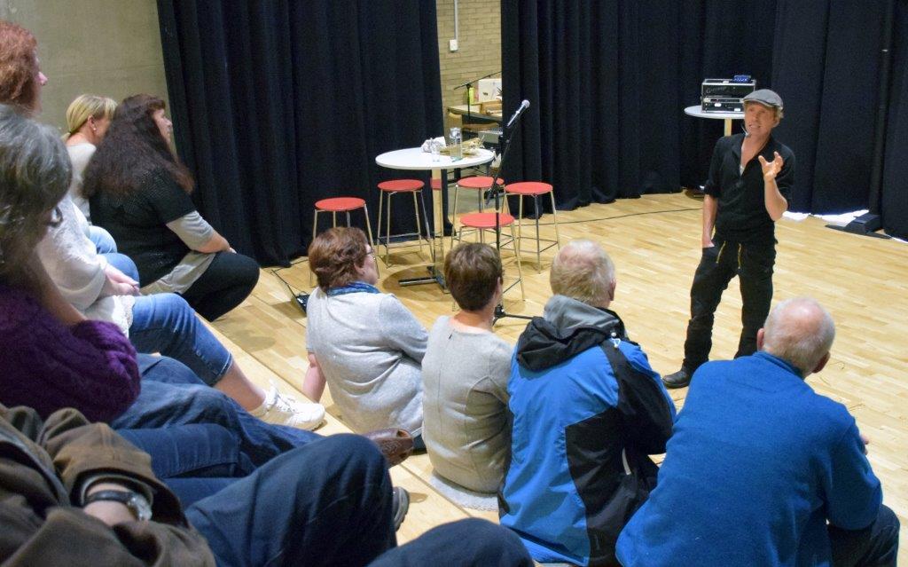 Frank Erichsen, Bonderøven' fikk god kontakt med publikum.  Foto: Jon Olav Ørsal