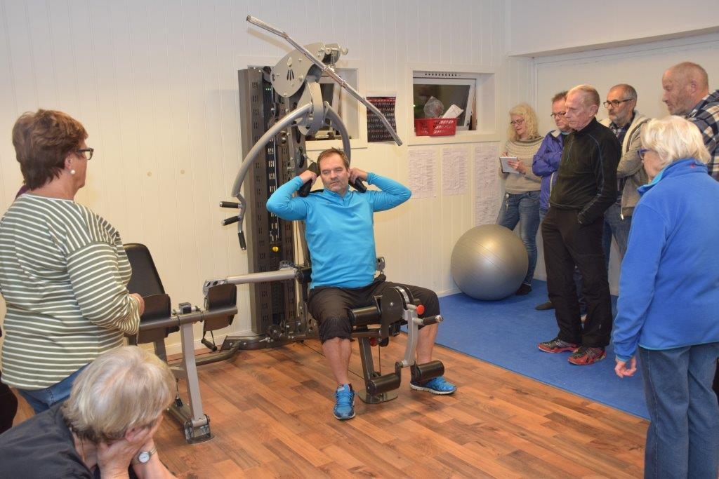 Ola Einar Øyen hadde måndag instruksjon og opplæring avi bruk av treninsutstyret på Hett & Svett.   Foto: Jon Olav Ørsal