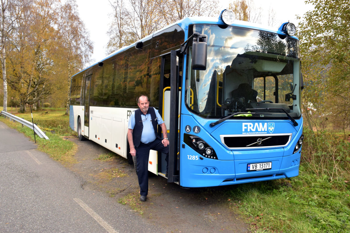 Spillflunke ny buss - ein Volvo med siste skrik av utstyr og sikkerheitsdetaljar.  Foto: Jon Olav Ørsal