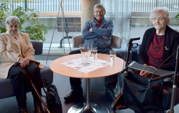 """Ingrid Todalshaug Ørsahl, Per Reiten og Jenny Kvendset gledde seg til å sjå """"Kongens nei"""".  Foto: Jon Olav Ørsal"""