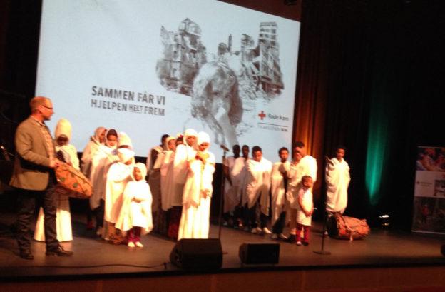 Dansegruppa frå eritrea bidro både med song, musikk og dans.  Foto: Surnadal RK