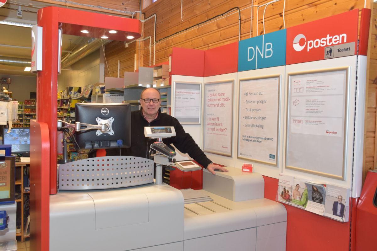 Nye møblar og meir tidsriktig utstyr for å betjene postkundane er på plass.  Foto: Jon Olav Ørsal