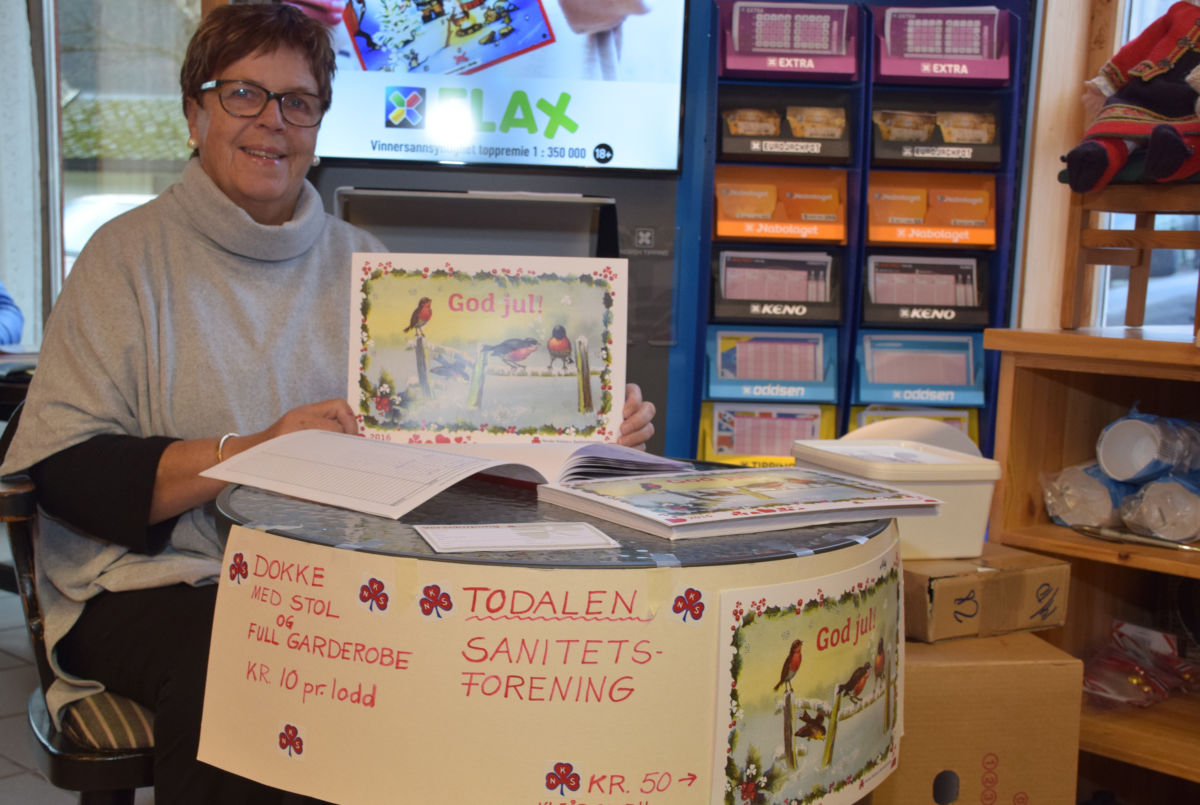 Kari bydde på julekalender og lodd på Matkroken i dag.  Foto: Jon Olav Ørsal
