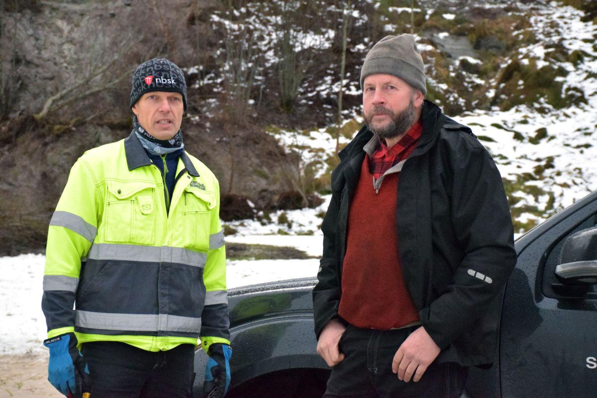 Falla er heilt stengt i kveld, fortel Gunnar Bøe og Per Gjeldnes.  Foto: Jon Olav Ørsal