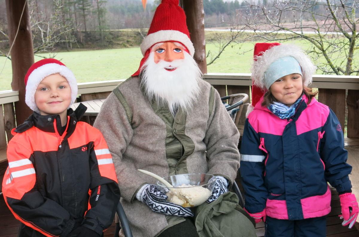 Endeleg vart det julegraut på fjøsnissen. Foto: Dordi J H