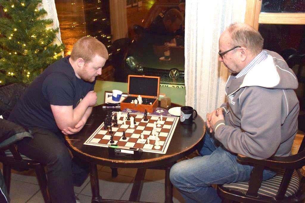 Ola Ansnes og Terje Nordvik  i djup konsentrasjon.  Foto: Jon Olav Ørsal
