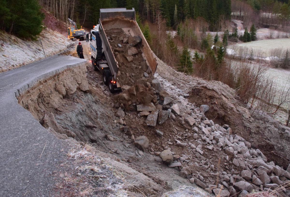 Utskifting av masse - stein erstattar leira.  Foto: Jon Olav Ørsal