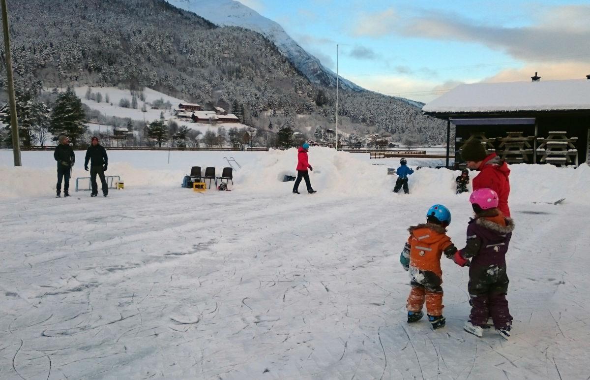 Isbanen på Bordholmen er alt komen i bruk.  Foto: Anders Gjeldnes