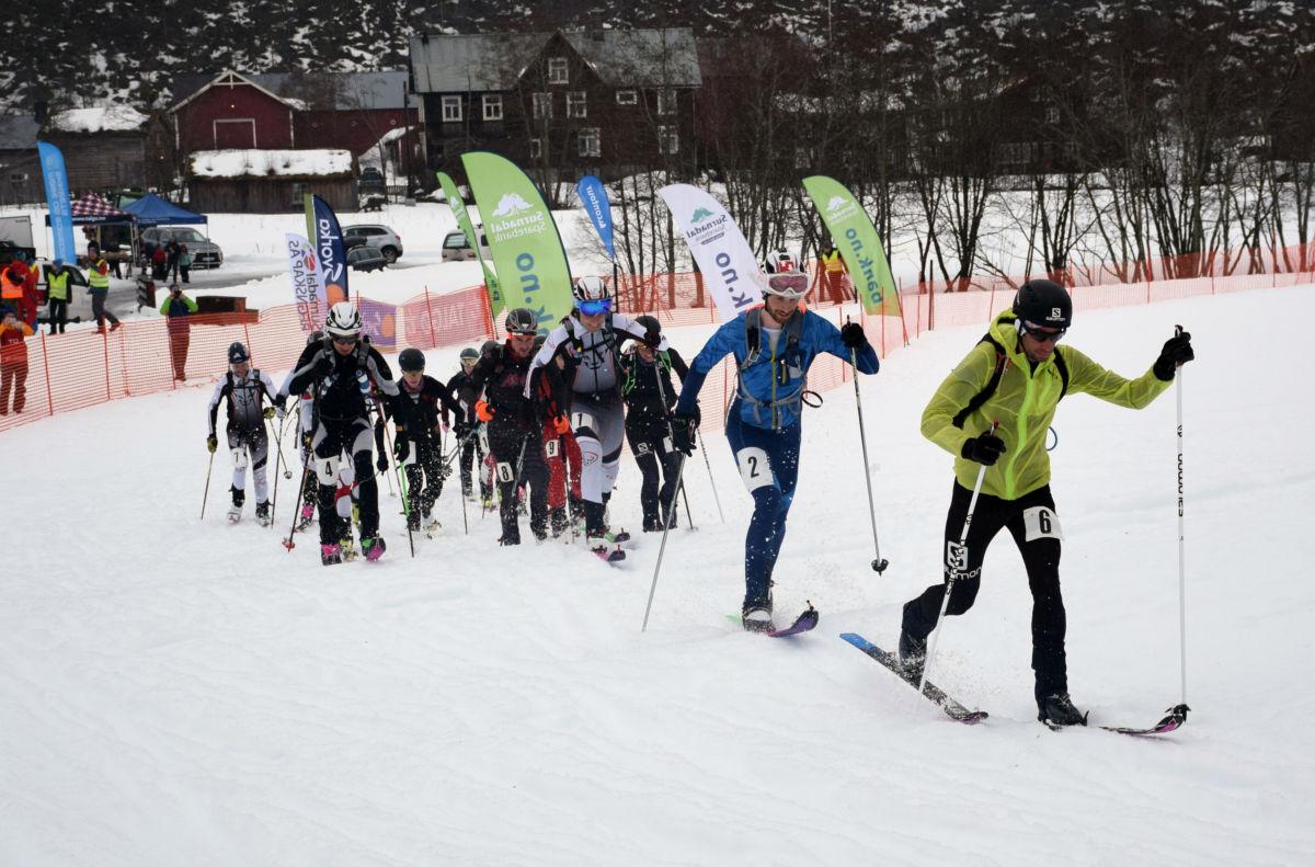 Laurdag var det individuell tevling - her går starten med Kilian Jornet heilt i tet.  Foto: Driva/Jon Olav Ørsal