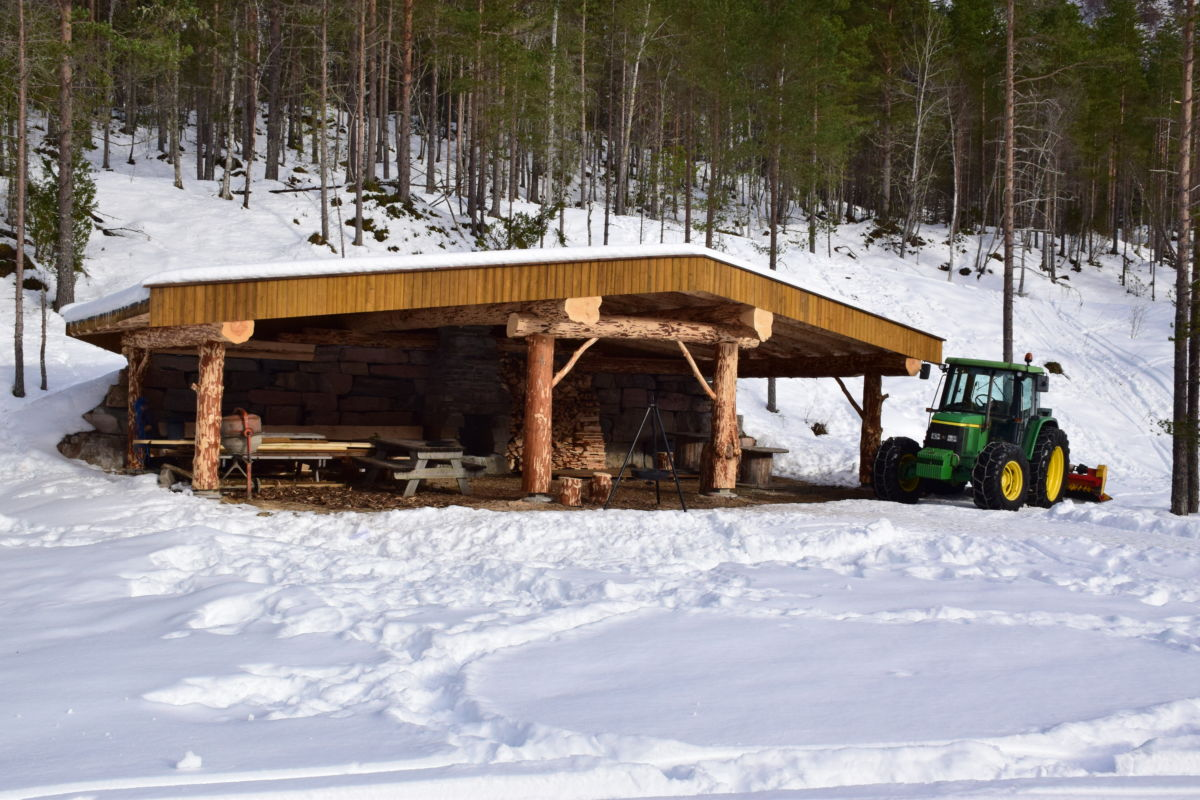 No er gapahuken på Tjønnmyra ferdig - og klar til bruk. I helga får den elddåpen, med stor aktivitetsdag der alle er velkomne!  Foto: Jon Olav Ørsal