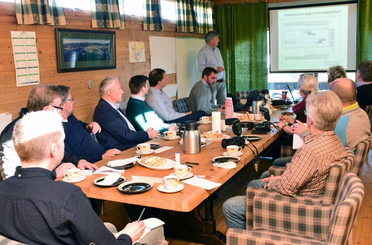 Terje Talgø orienterte pressa om planane, saman med representantar frå banken, Innovasjon Norge og leiargruppa i Talgø.  Foto: Jon Olav Ørsal