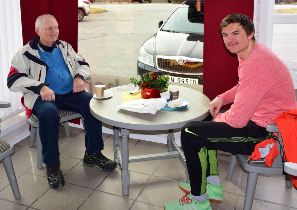 ArneHolten og barnebarnet Jonas Aasbø på Todalstur... Foto: Jon Olav Ørsal