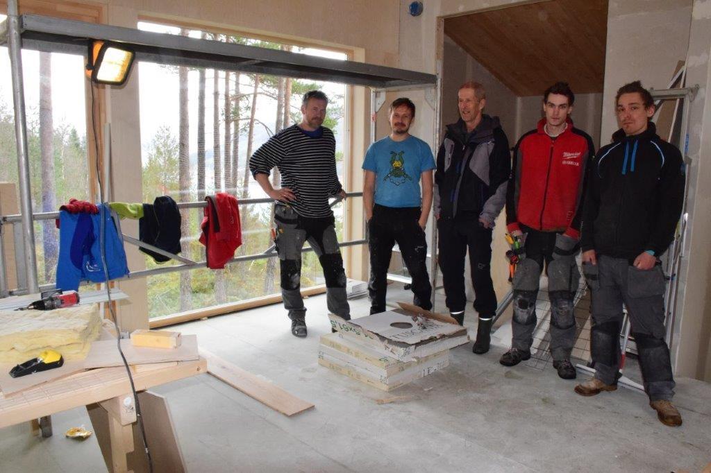 Flott utsikt innover mot Todalen konkluderer Øyvind Svinvik, Edin Elgsæther, Bjørn Halle, Jan kristian Rindal og Anders Grimsmo.  Foto: Jon Olav Ørsal