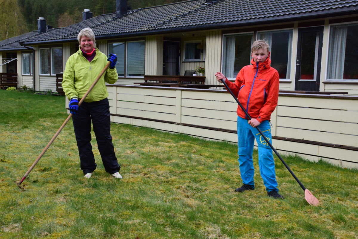 To habile plenrakarar - Kristine Saksen Ulvund og Eivind Bolme - laurdag stiller Eivind som konfirmant.  Foto: Jon Olav Ørsal.  Foto: Jon Olav Ørsal