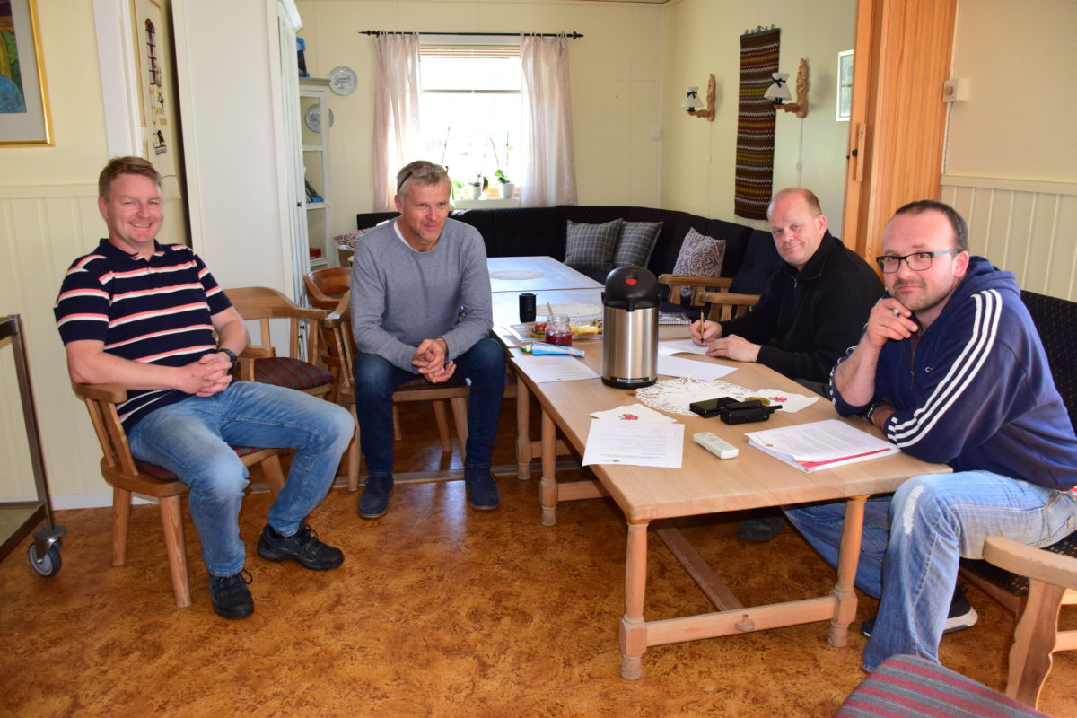 Bjørnar og Håvard tok eksamen - og bestod prøven med glans.  Foto: Jon Olav Ørsal