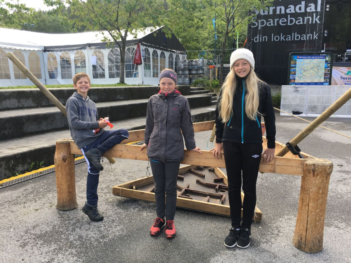 6. klasse frå Todalen skule - Ingebrigt, Maren og Lisabet. Foto: Laila K. Bergli
