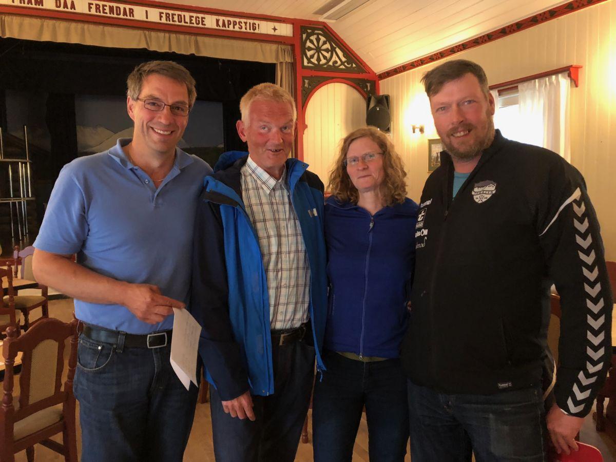 Kartleggingsgruppa er god i gang. Her ved Carsten Bohle, Bjørn Gunnar Ansnes, Torill Gjeldnes og Olav Halle.