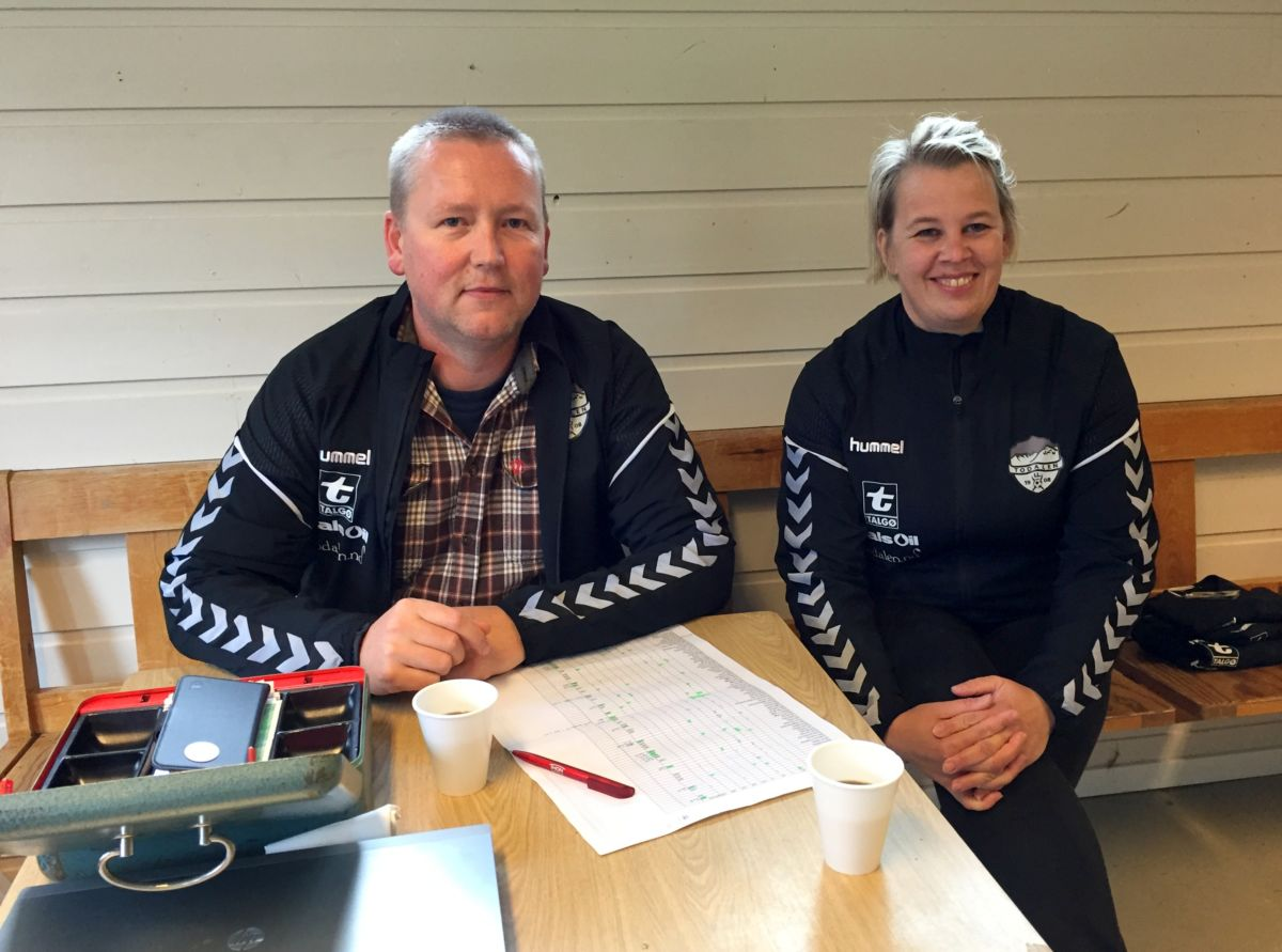Kasserar Michael Heimlund og Elinor Bolme leverte ut jakker. Foto: Dordi J H