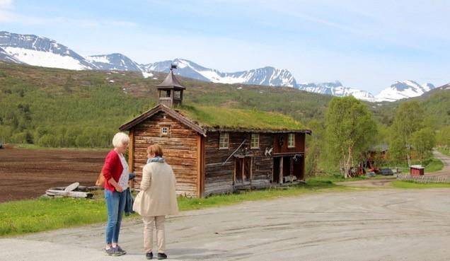 Frå tunet i Negard i Storlidalen. Foto: Sven Olav Svinvik.