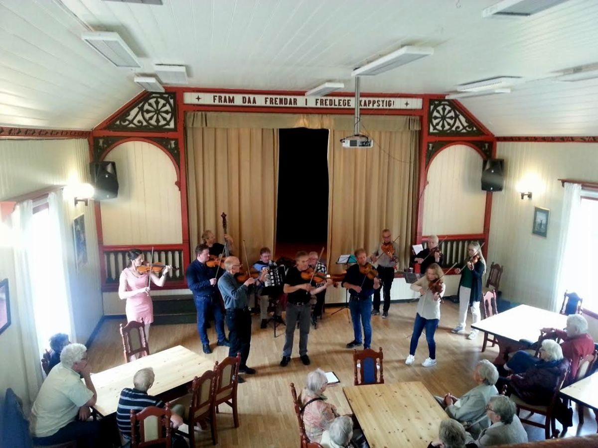Nordmøre spellmannslag med konsert i Todalen.  Foto: Ingri Bruset
