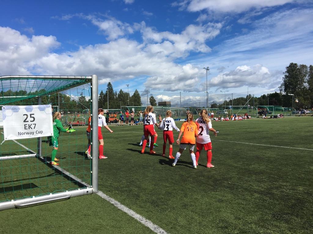 Norway Cup dag 2: Jentene fortsett med seier