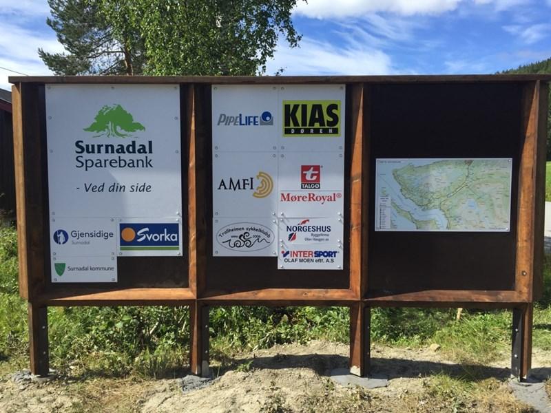 Her er den nye infotavla som er kommet opp på Vang. Foto: IL Søya