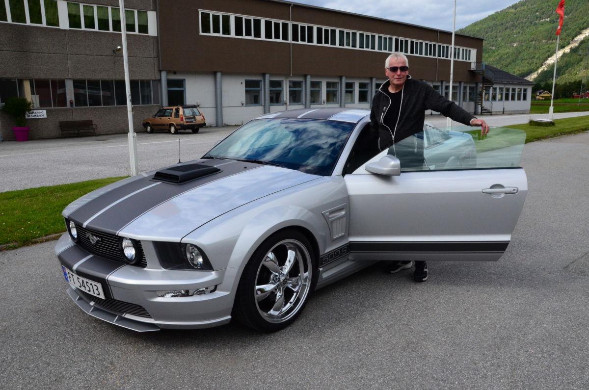 Per Ørsal med sin Ford Mustang Sherrod 500S - slike bilar møter du ikkje i kvar sving!  Foto: Jon Olav Ørsal