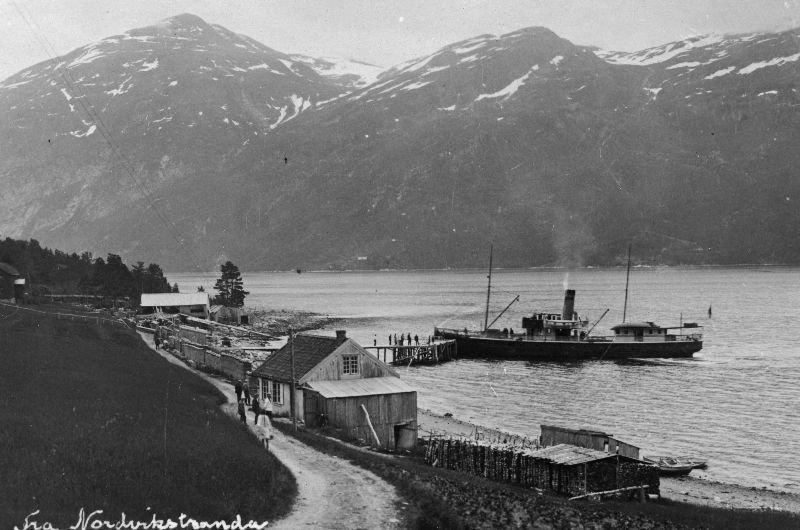 Gammelt bilde frå Nordvik - her legg dampen til ved Gammelbua.  Foto: SH