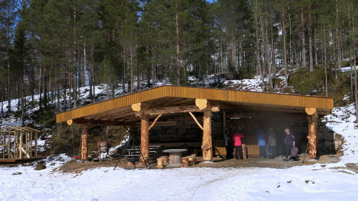 Gapahuken oppå Tjønnmyrå. Foto: Dordi J H