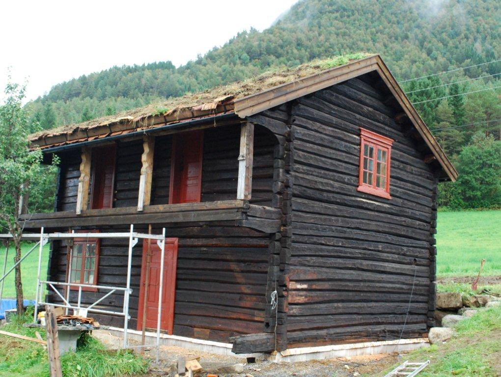 Holenstua - Det ble et prektig bygg.  Foto: Sverre Kjølstad
