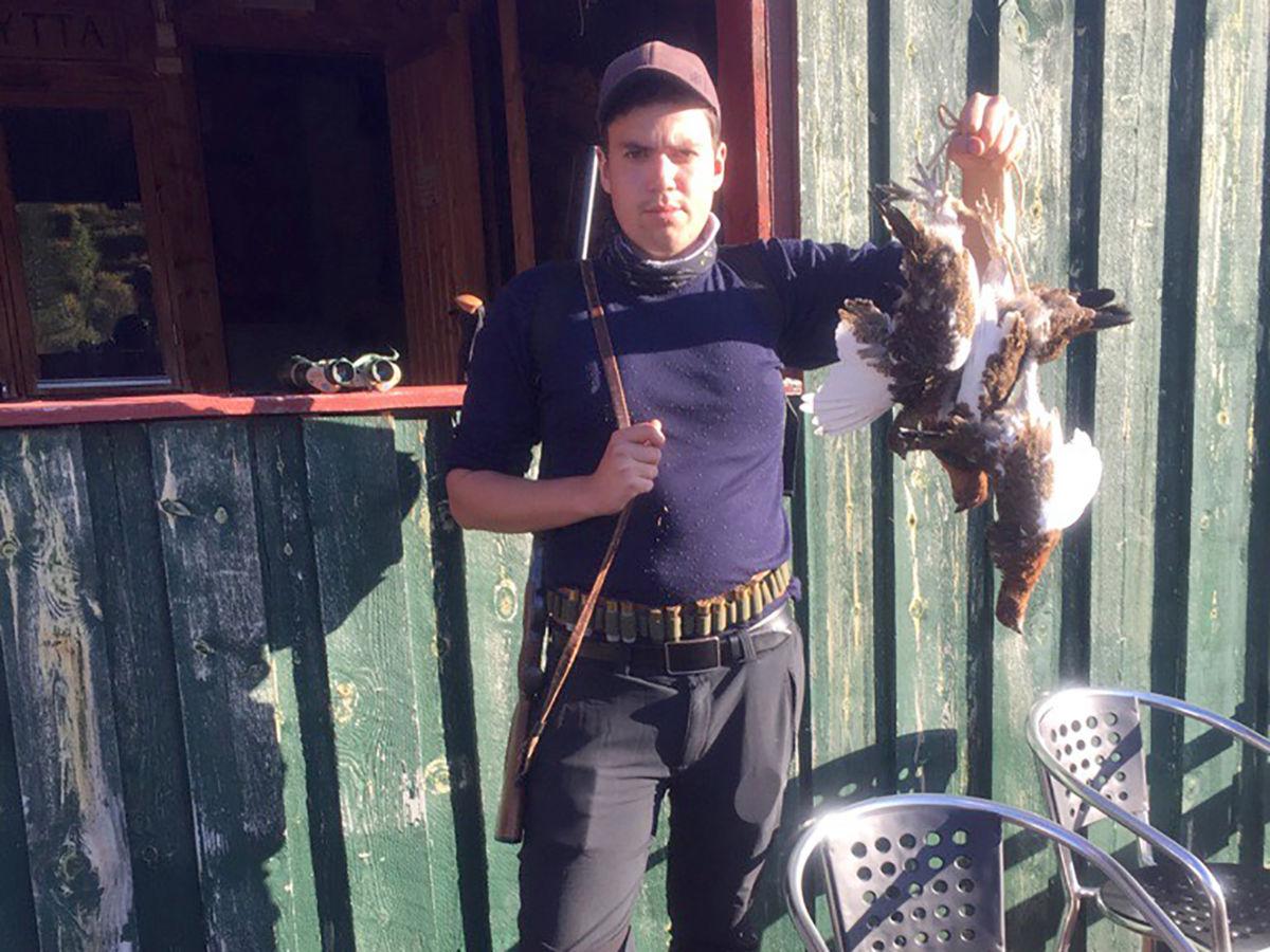 Årets første ryper - Endre Talgø fikk 4 ryper før frokost på jaktas første dag.   Foto: Terje Nordvik