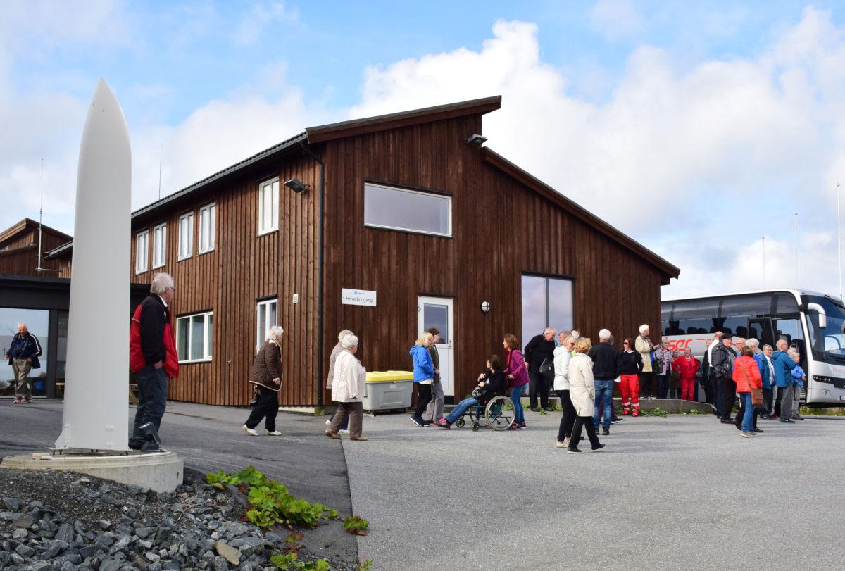 Interessant besøk på vindmølleparken.  Foto: Jon Olav Ørsal