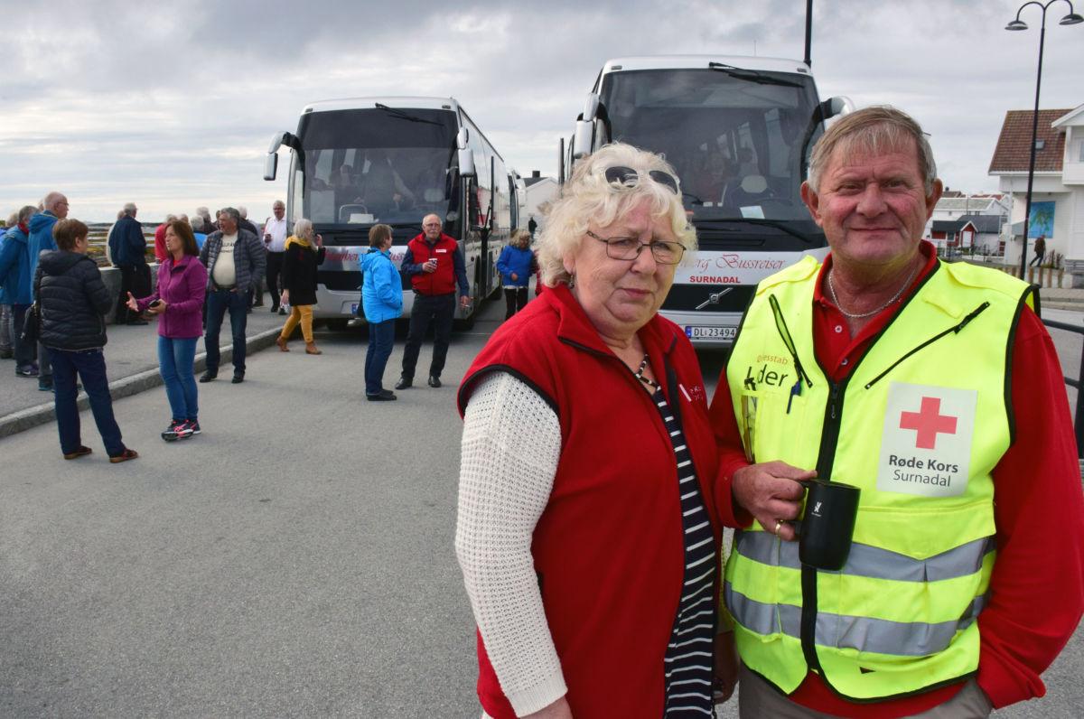 Nikoline og Reidar har stått i bresjen for å arrangere tur til Smøla - med seg har dei mange frivillige hjelparar.  Foto: Jon Olav Ørsal