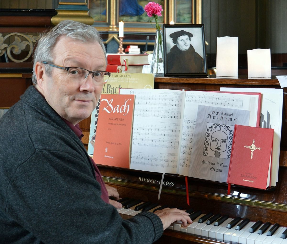 Bernt G. Bøe har offisielt slutta som organist i Åsskard, men held på litt lell   Foto:BGB