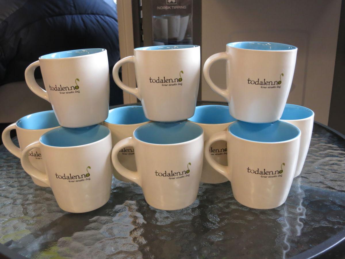 Laurdag er det premiere for dei nye koppane til Todalen.no - kr 100 pr stk - ypperleg farsdagsgåve eller kanskje julegåve.   Foto: Jon Olav Ørsal