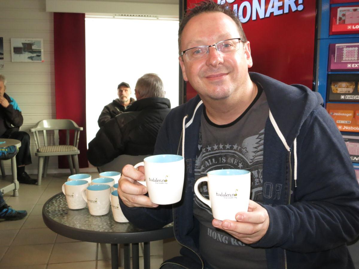 Ypperleg farsdagsgåve - laurdag er Stig Husby på plass for å selge koppar. Foto: Jon Olav Ørsal