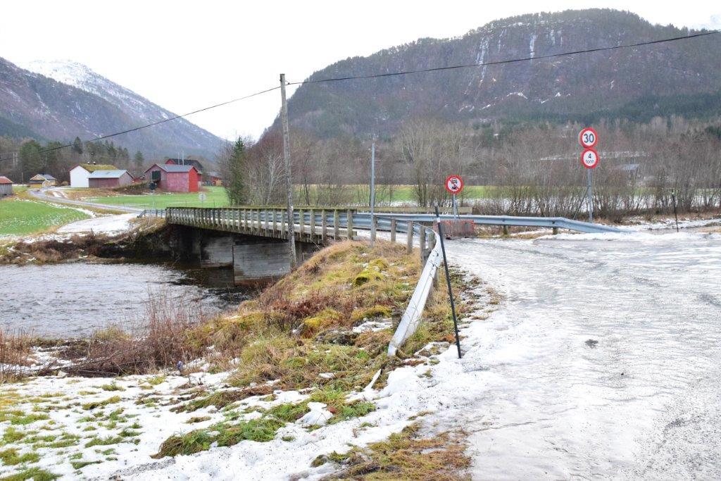 13. november vart Øyabrua stengt for motorkjørety.  Foto: Jon Olav Ørsal