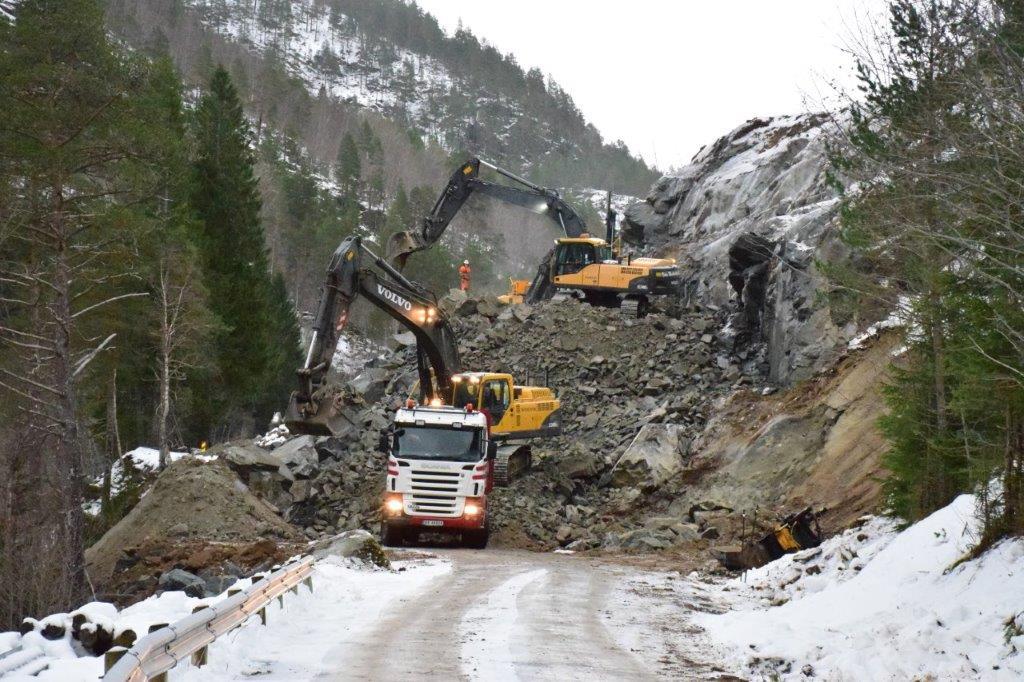 Full aktivitet ved Kufalla - no transporteres det fjellmasse til Nordvik.  Foto: Jon Olav Ørsal