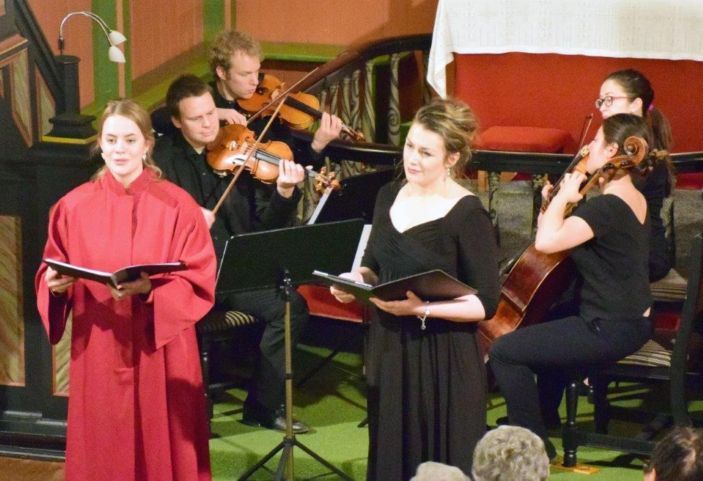 Torunn Kroknes (Mezzosopran/alt) og Sigrid v. Bøe 8sopran) var solistar.  Foto: Jon Olav Ørsal