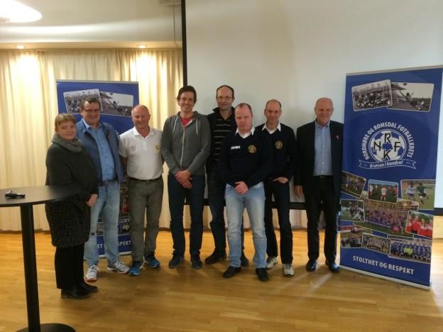 Her gjengen frå IL Søya som deltok på Fotballeder 2 kurs i 2015.