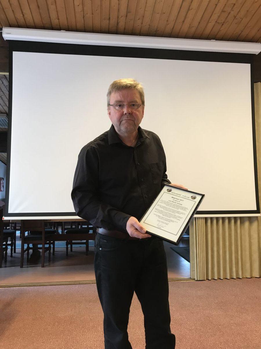 Det var ein stolt prisvinnar som tok imot målprisen til Nordmøre Mållag. Foto: Nils Ulvund.