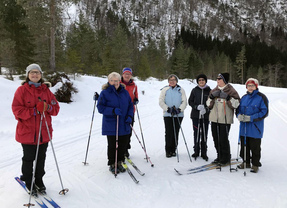 Kjekt å kombinere skitur og fottur oppå Tjønnmyrå. Foto: Dordi J H