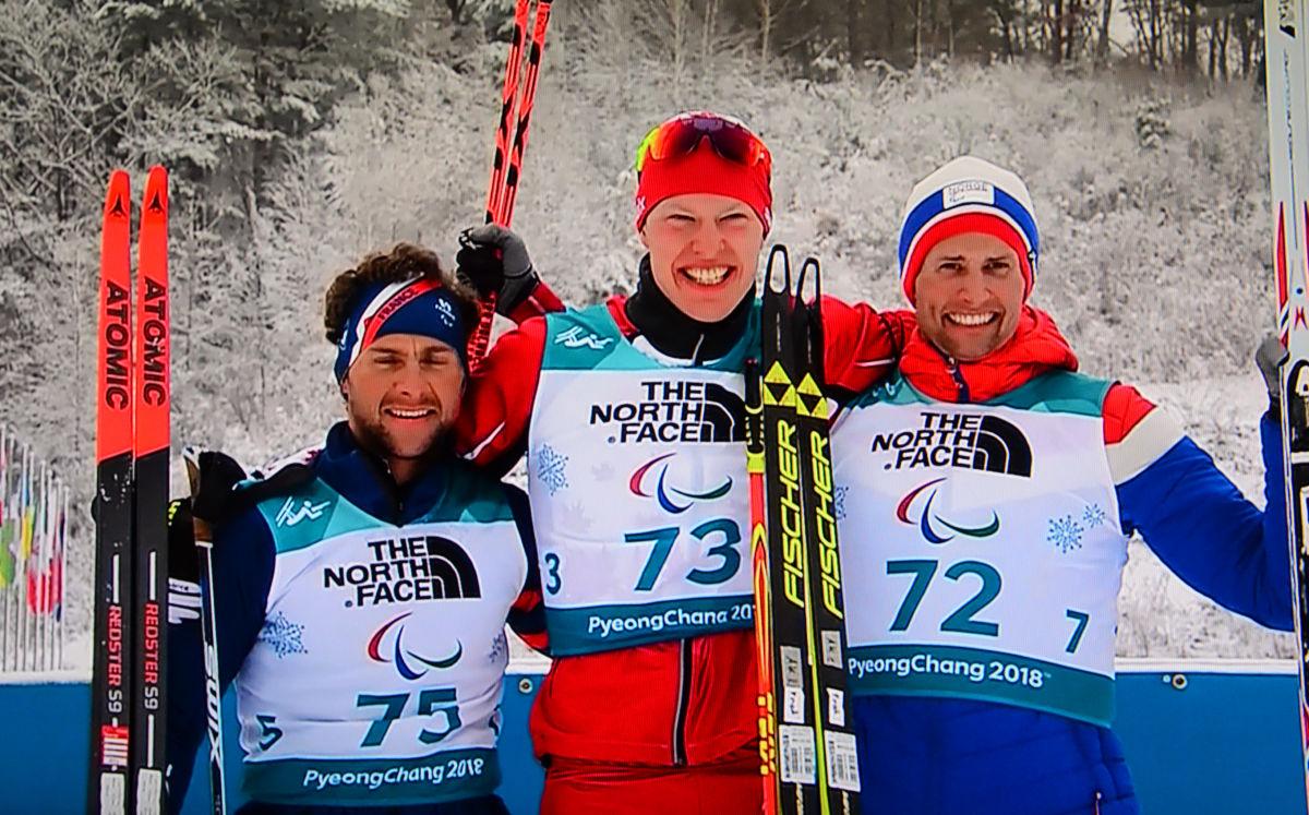 Kom på pallen - Nils Erik Ulset (bronse) saman med Benjamin Daviet (sølv) og Mark Arendz (gull).  Foto frå NRK1